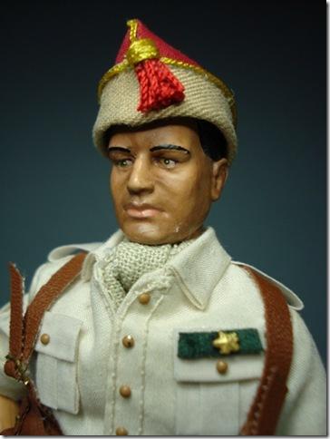 Alferez provisional en uniforme de cuartel de las Tropas Regulares de marruecos. Escala 1/10 madelman custom