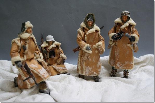 SOLDADOS ALEMANES CON UNIF. DE INVIERNO WWII  Figura Articulada Escala 1/10 Madelman custom