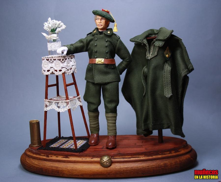 ARTILLERO EN TRAJE DE GALA CON TABARDO. CAPOTE-MANTA 1926 – Figura articulada Escala 1/10 madelman custom